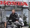 A Honda és az RMC is segített a Világutazónak