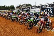 A Motocross Világbajnokság felénél az Airoh versenyzõi vezetnek mindkét osztályban.