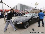 Kalapáccsal veretem szét a Maseratim, annyira király vagyok!