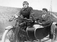 Emancipáció a motorozás őskorából.