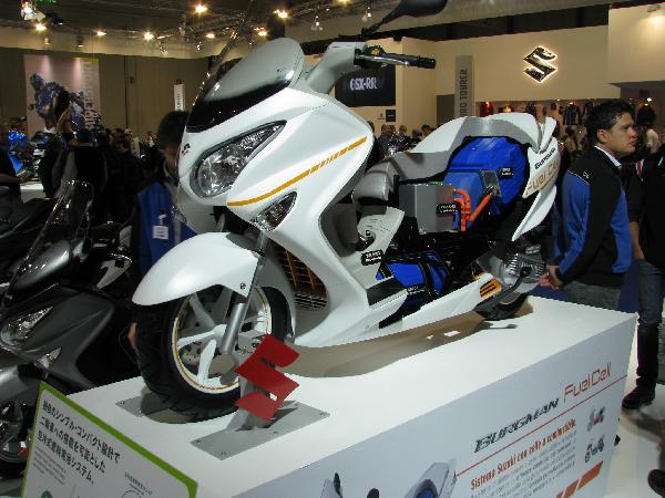 EICMA érdekességek: Suzuki Burgman Hybrid